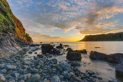 在斯凯岛小岛的Talisker海湾  免版税库存图片