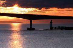 在斯凯岛桥梁的日落 免版税库存照片