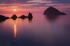 在斯凯岛的五颜六色的日落 图库摄影