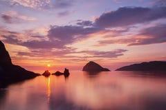 在斯凯岛的五颜六色的日落 库存照片