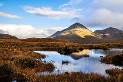 在斯凯岛-苏格兰,英国的小岛的Glamaig小山 库存图片
