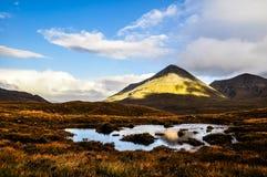 在斯凯岛-苏格兰,英国的小岛的Glamaig小山 库存照片