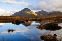 在斯凯岛-苏格兰,英国的小岛的Glamaig小山 免版税库存照片
