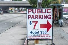 在斯台普斯中心洛杉矶-加利福尼亚,美国的停车场- 2019年3月18日 库存图片