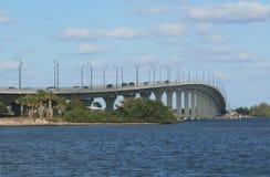 在斯图尔特, FL的印地安河盐水湖桥梁 库存图片