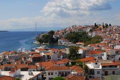 在斯基亚索斯岛海岛,希腊上的斯基亚索斯岛镇 免版税库存图片
