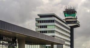 在斯希普霍尔,荷兰的机场塔 免版税库存照片