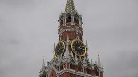 在斯帕斯基塔的编钟 时钟-鸣响在克里姆林宫的斯帕斯基塔红场的 俄国 股票视频