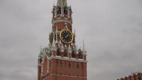 在斯帕斯基塔的编钟 时钟-鸣响在克里姆林宫的斯帕斯基塔红场的 俄国 股票录像