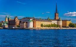 在斯德哥尔摩老镇Gamla斯坦和Riddarholm上的全景 免版税库存图片