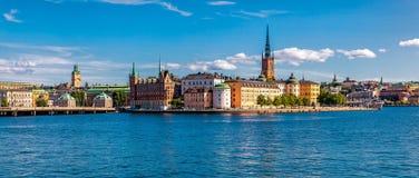 在斯德哥尔摩老镇Gamla斯坦和Riddarholm上的全景 图库摄影