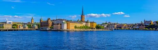 在斯德哥尔摩老镇Gamla斯坦和Riddarholm上的全景 免版税库存照片