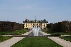 在斯德哥尔摩,瑞典附近的卓宁霍姆宫庭院 免版税库存图片
