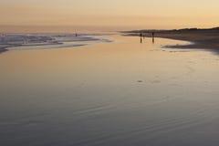 在斯托克顿海滩的日落。安娜海湾。澳大利亚。 免版税库存图片