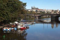 在斯拉夫的海岛的早晨 布拉格 cesky捷克krumlov中世纪老共和国城镇视图 免版税库存图片