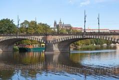 在斯拉夫的海岛的早晨 布拉格 cesky捷克krumlov中世纪老共和国城镇视图 库存照片