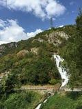 在斯泰尼科,意大利附近的瀑布 免版税库存图片