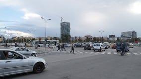 在斯肯德土侯正方形的交通堵塞在地拉纳 影视素材