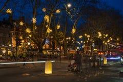在斯龙广场,伦敦英国的圣诞灯装饰 库存图片