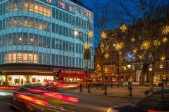 在斯龙广场,伦敦英国的圣诞灯装饰 免版税库存图片