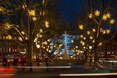 在斯龙广场,伦敦英国的圣诞灯装饰 图库摄影