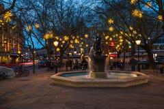 在斯龙广场, L的金星喷泉和圣诞节装饰 免版税库存图片