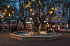 在斯龙广场, L的金星喷泉和圣诞节装饰 图库摄影