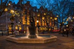 在斯龙广场, L的金星喷泉和圣诞节装饰 免版税图库摄影
