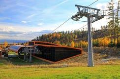 在斯洛伐克的现代橙色空中览绳 免版税图库摄影