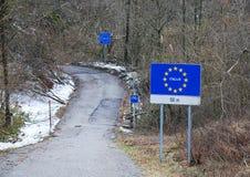 在斯洛文尼亚附近的意大利边界 库存照片