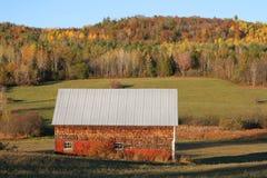 在新不伦瑞克秋季的农村棚子 图库摄影