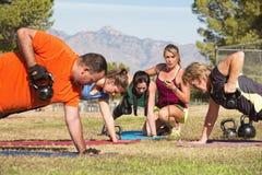 在新兵训练所健身的成人 免版税库存图片