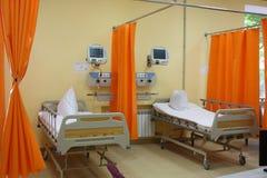 在新出生的s附近供绿色医院小母亲住宿 免版税图库摄影
