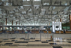 在新加坡机场登记逆 免版税库存图片
