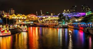 在新加坡河的灯节 图库摄影
