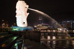 在新加坡港口的狮子喷泉 库存照片