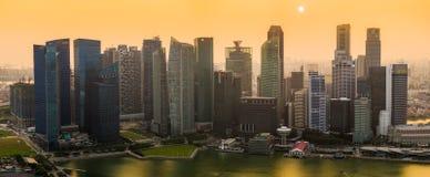 在新加坡的朦胧的日落 免版税库存照片