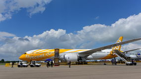 在新加坡Airshow Scoot在显示的波音787 Dreamliner 免版税库存照片
