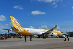 在新加坡Airshow Scoot在显示的波音787 Dreamliner 免版税图库摄影