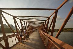 在新加坡punggol桥梁的日落 库存图片