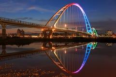 在新北市,台湾的月亮形状桥梁 免版税库存照片