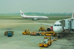 在新山一国际机场的亚洲航空飞机 库存图片