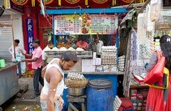 在新市场附近的街道食物,加尔各答,印度 免版税库存图片