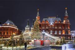 在新年和圣诞节假日,莫斯科期间,Manezhnaya广场, 免版税库存图片