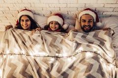 在新年` s伊芙的家庭 免版税库存照片