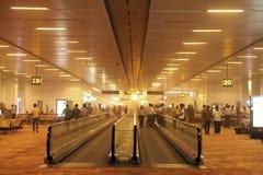 在新德里机场里面的尘土2014年5月30日 免版税库存照片