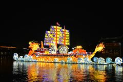 在新春佳节的光显示在Wuzhen镇在浙江,中国 免版税图库摄影