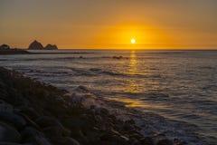 在新普利茅斯,新西兰沿海步行的日落视图  免版税库存图片