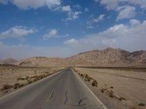 在新疆,中国的不尽的路 免版税图库摄影