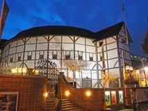 在新的地球剧院的夜,伦敦,英国 库存图片